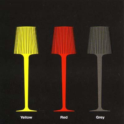 žlutá červená a šedá lampa ka bazénu
