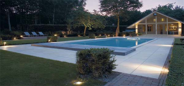 Osvětlení venkovního bazénu1