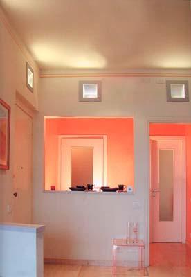 svítidla pro nepřímé osvětlení zabudované ve stěně