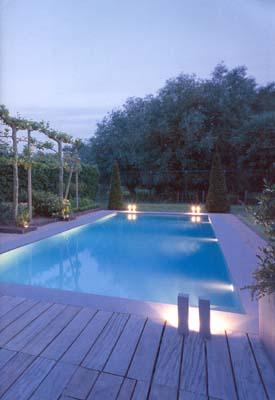 osvětlení kolem bazénu
